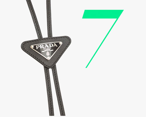Photo: Cravate texane à logo Prada