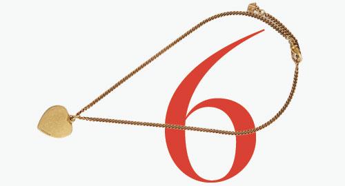 Photo: Collana con lucchetto a cuore di Balenciaga
