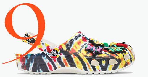 Photo: Clog multicolore di Grateful Dead x Chinatown Market x Crocs