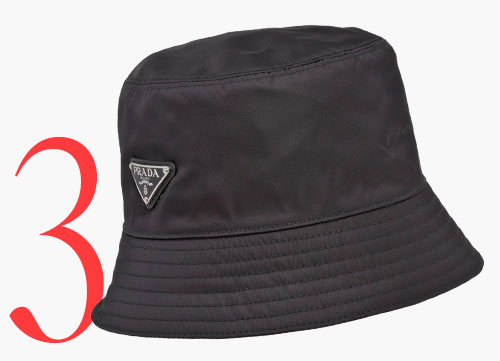 Photo: Cappello da pescatore con logo di Prada
